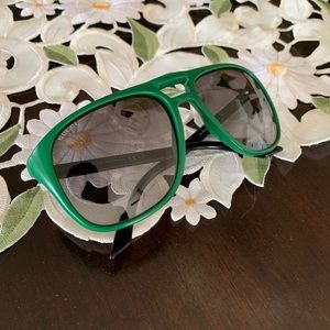 Gucci green frame stripe sunglasses